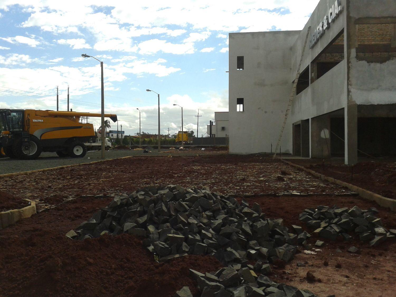 Movimiento de suelo y pavimentacion Concesionaria